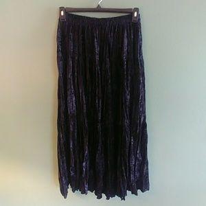 Facets black crushed velvet skirt